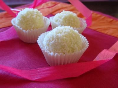 Raffaello maison bouch es la noix de coco et aux noisettes - Comment faire du lait de coco ...
