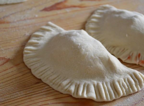 Des chaussons garnis de légumes ou viande hachée ou fromage : recettes à l'infini !