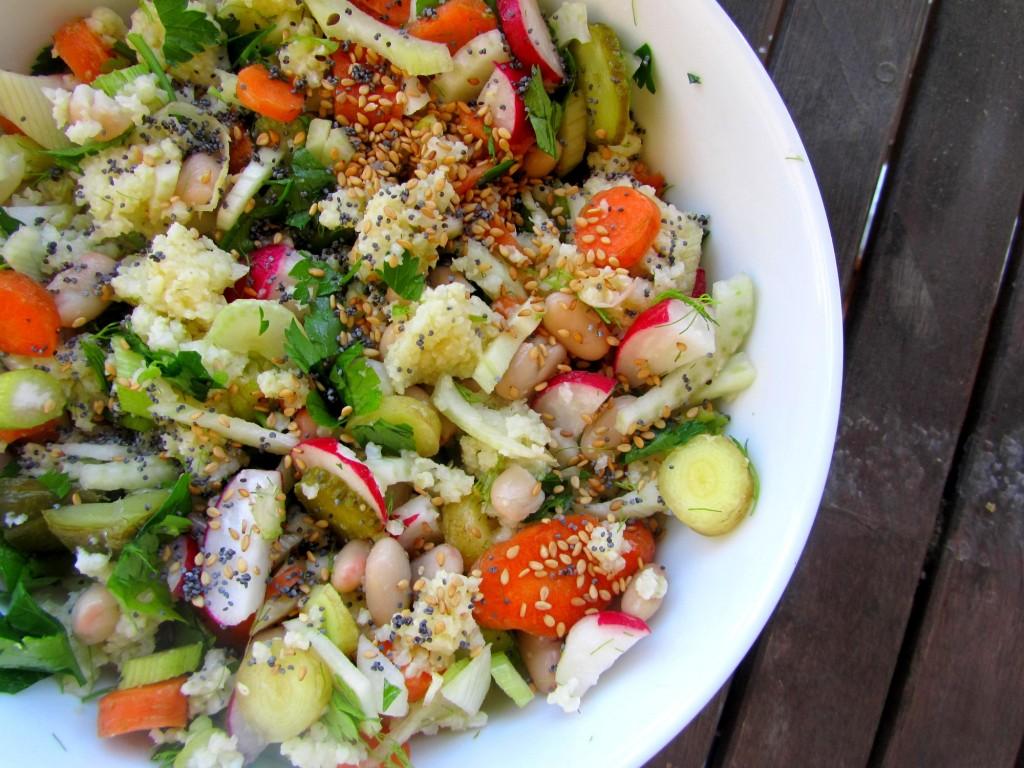 Salade complète à base de crudités, haricots lingots et céréale (millet)