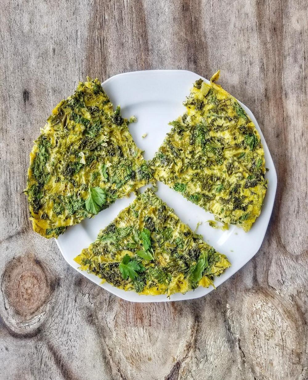 Recette du kuku iranien, omelette aux herbes
