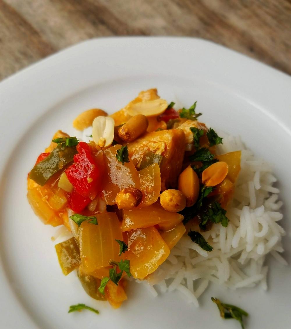 Poulet Sichuan Kung pao aux cacahuètes et piment
