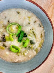 Brotchan Roy, la soupe irlandaise aux poireaux et à l'avoine