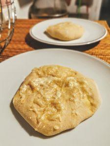Parlenki de Bulgarie, pain au fromage ou beurre et ail